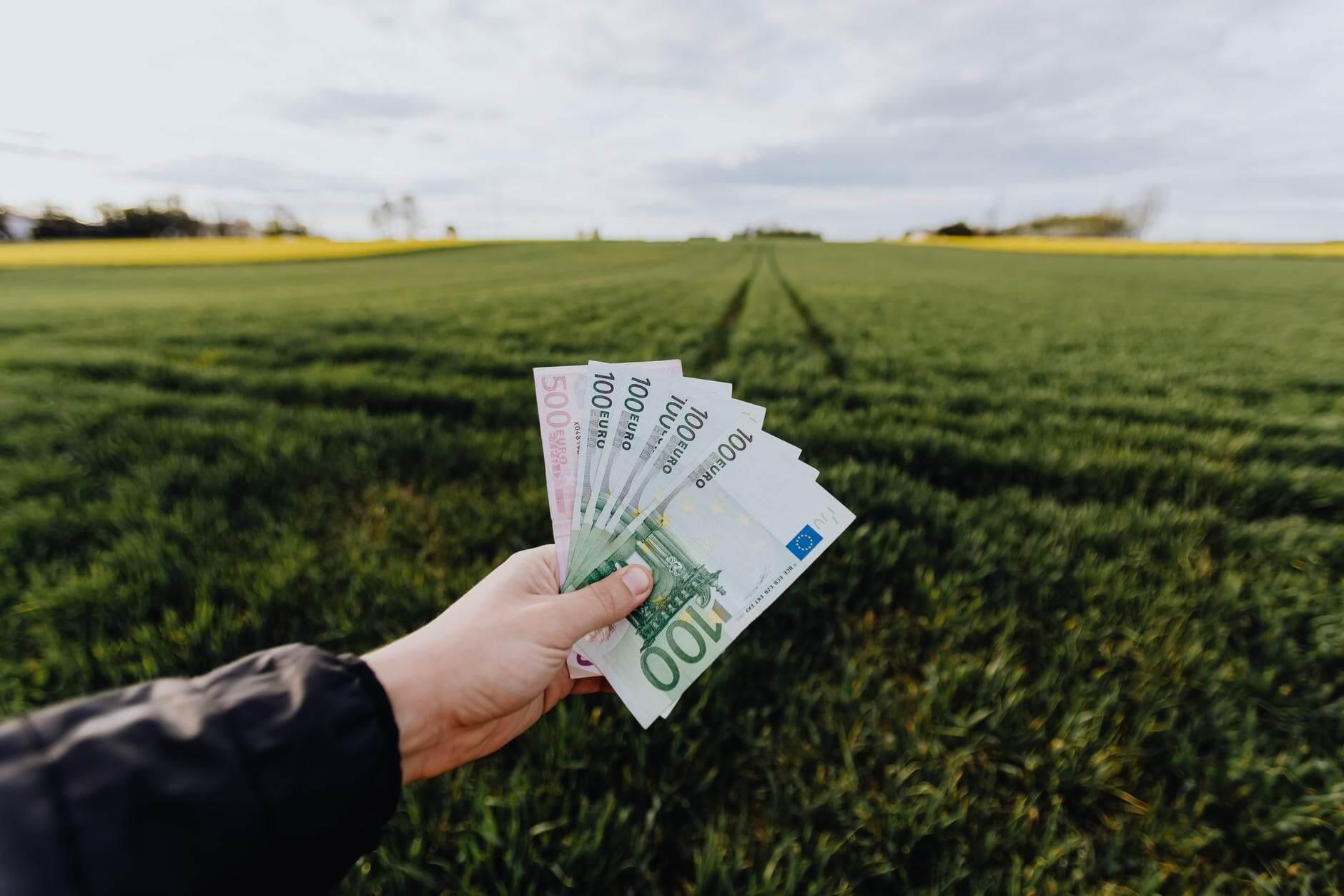 Constituir una sociedad con dinero y bienes